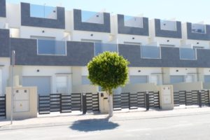 Modern duplex-townhouse 500m from beach